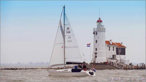 Het Paard van Marken - der Leuchtturm auf Marken im Marker Meer erinnert an ein Pferd. Auf dem Leuchtturm ist eine Webcam /https://webcam-marken.nl) angebracht. Webcam on Marken lighthouse, Netherlands